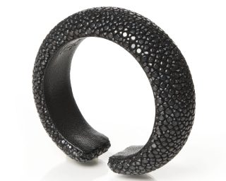 Black stingray bangle Daphne