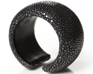 Black bangle made of stingray leather Anouk